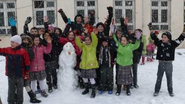 Valilik açıkladı: Pazartesi okullar tatil!