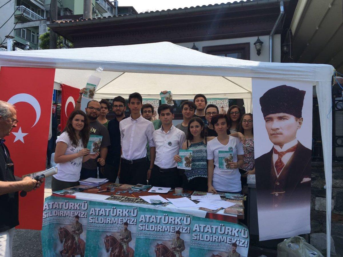 """Bursa'dan bir günde 2000 """"Atatürk'ü sildirmeyiz!"""" imzası"""