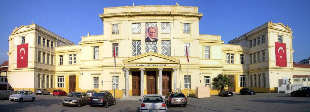İzmir Atatürk Lisesi'nde TÜGVA'nın İşi Ne?