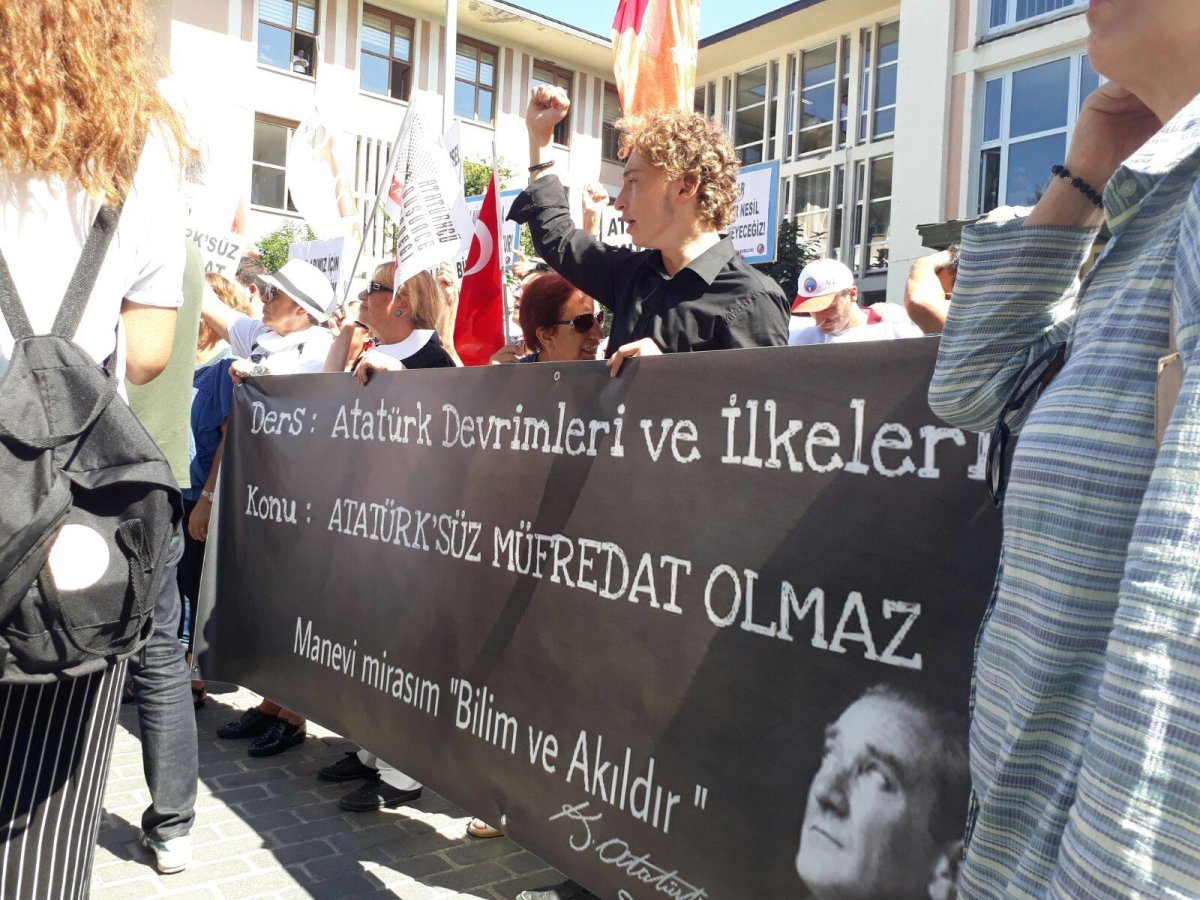TLB İstanbul'dan Atatürksüz Müfredata Geçit Yok