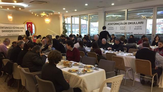 Atatürksüz Eğitime Karşı Dayanışma Kahvaltısı gerçekleşti