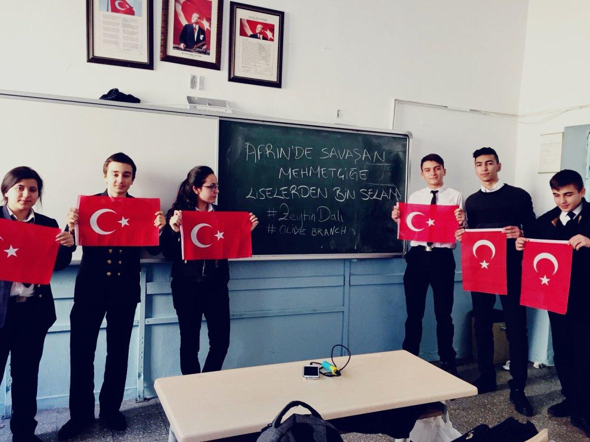 Afrin'de savaşan Mehmetçiğe liselerden selam