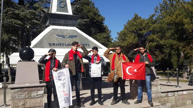 Liselilerden Eskişehir Hava Şehitliği'ne ziyaret