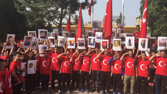 """Adana'nın vatansever liselilerinden """"Şehitlere Saygı Yürüyüşü"""""""