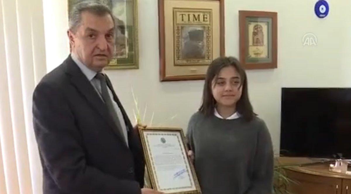 Lise öğrencisi ödülünü Mehmetçik'e bağışladı