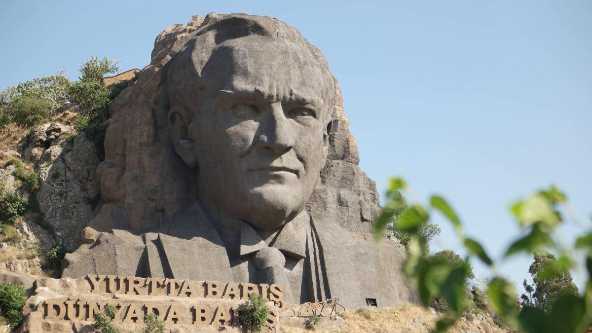 İzmir Atatürk Heykeli altına eğitim merkezi yapıldı
