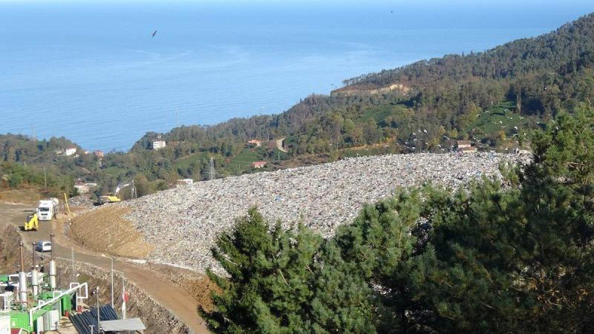 Sürmene'deki tabiat harikasına çöp dağı: Vatandaş harekete geçti!