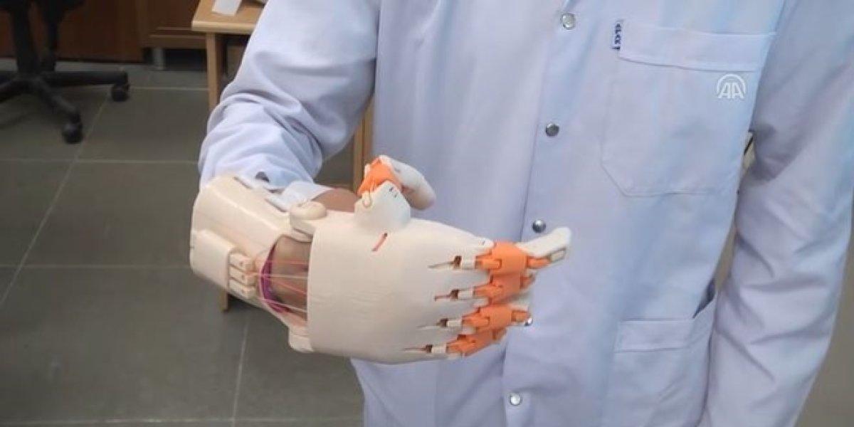 Lise öğrencileri protez el geliştirdi