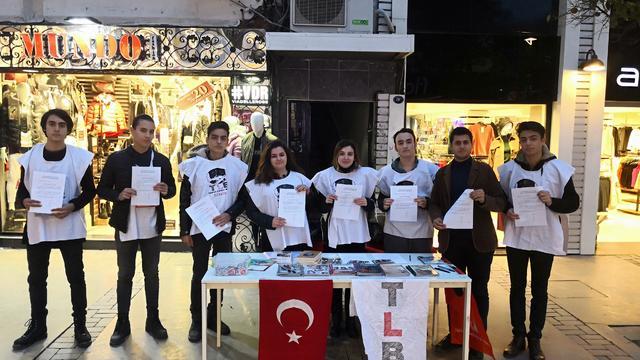 İzmir Ayakta: Andımız Yeniden Okutulsun