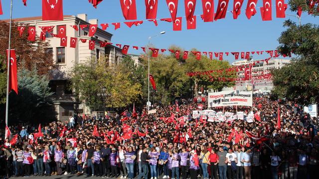 Gençlik Yürüyor, Atatürk Geliyor!