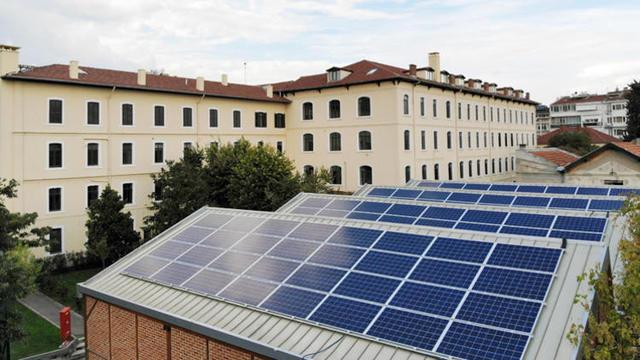Bu Lise Elektriğini Güneşten Üretiyor