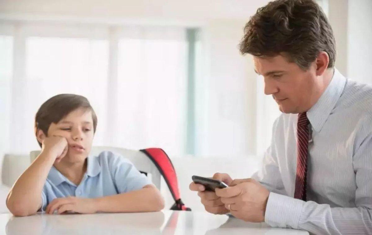 Bilinçsiz Ebeveynler Çevrimiçi Oyunlardan Daha Zararlı
