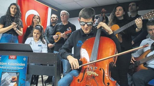 Otizmli Öğrencilerin Hayatı Müzikle Değişti