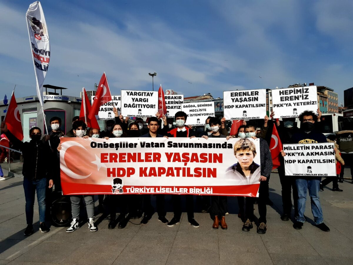 Bugünün Onbeşlileri Görev Başında: Erenler Yaşasın HDP Kapatılsın!