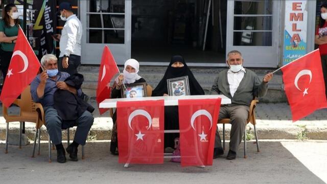 Muş'ta Çocukları Dağa Kaçırılan Aileler HDP Binası Önünde Oturma Eylemi Yaptı