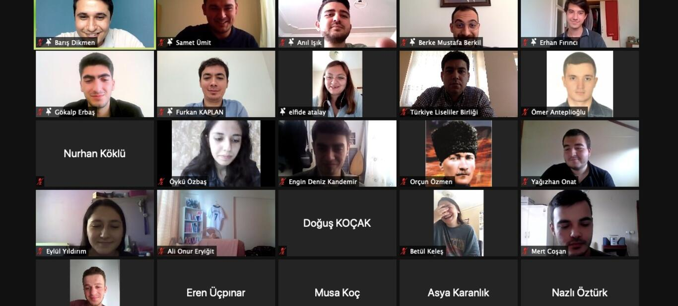 Türkiye Liseliler Birliği TGB'li üniversitelilerle YKS öncesi buluştu